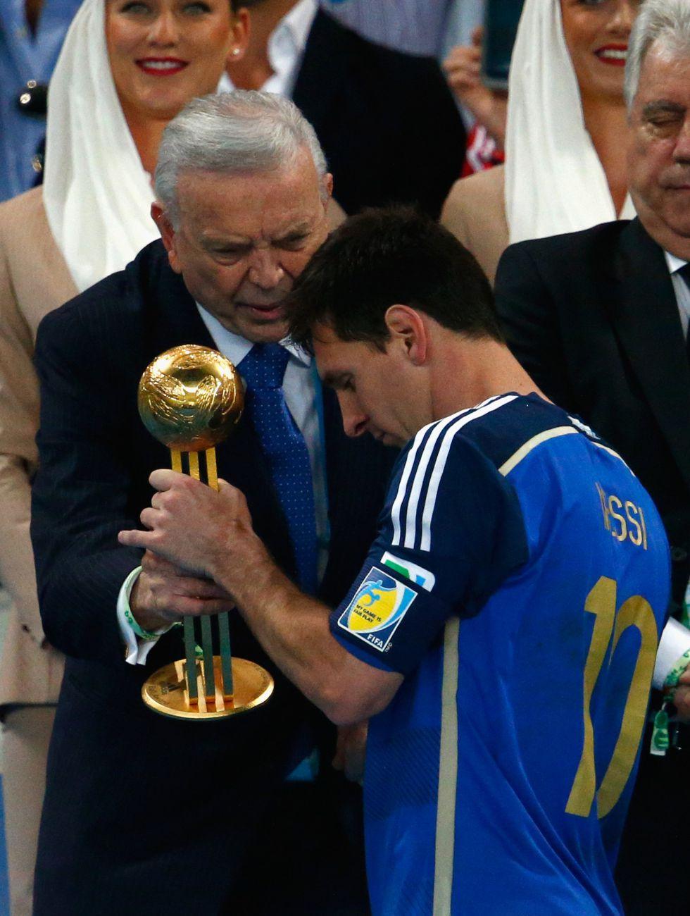 Messi recibe un pol?mico premio al Mejor Jugador del Mundial