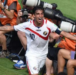 Costa Rica se mete en octavos sorprendiendo a Italia