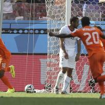 Holanda hace pleno y se clasifica primera de grupo