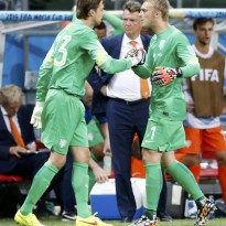 Van Gaal mete a Holanda en semifinales