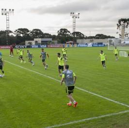 España ya se entrena en Curitiba pensando en Holanda